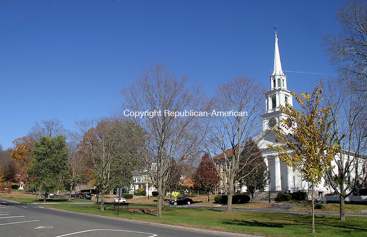 NEW MILFORD, CT. 31 OCTOBER 01_NEW_103108DA09.jpg- New Milford Green with First Congregational Church established in1716 in the foreground. (For What's in a name.)  REPUBLICAN/AMERICAN  Darlene Douty