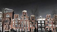 Nederland Amsterdam 2018. Grachtenpanden weerspiegeld in het water. Foto Berlinda van Dam / Hollandse Hoogte