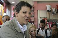 SAO PAULO, 31 DE AGOSTO DE 2012. ELEICOES 2012 - FERNANDO HADDAD. O candidato do PT a prefeitura de Sao Paulo, Fernando Haddad, durante caminhada pela Rua Doze de Outubro no bairro da Lapa, Zona Oeste da Capital paulista na tarde desta sexta feira. FOTO ADRIANA SPACA - BRAZIL PHOTO PRESS