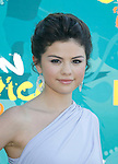 UNIVERSAL CITY, CA. - August 09: Actress Selena Gomez arrives at the Teen Choice Awards 2009 held at the Gibson Amphitheatre on August 9, 2009 in Universal City, California.