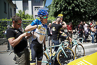 maglia azzurra Steven Kruijswijk (NLD/LottoNL-Jumbo) gets his race radio checked before the race<br /> <br /> stage 17: Tirano - Lugano (SUI) (134km)<br /> 2015 Giro d'Italia