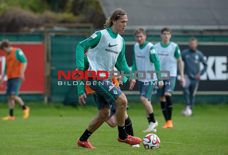 06.05.2015, Trainingsgelaende, Bremen, GER, 1.FBL, Training Werder Bremen, im Bild Jannik Vestergaard (Bremen #7)<br /> <br /> Foto &copy; nordphoto / Frisch