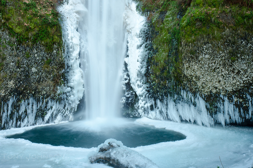 plunge pool at the base of Multnomah Falls in ice