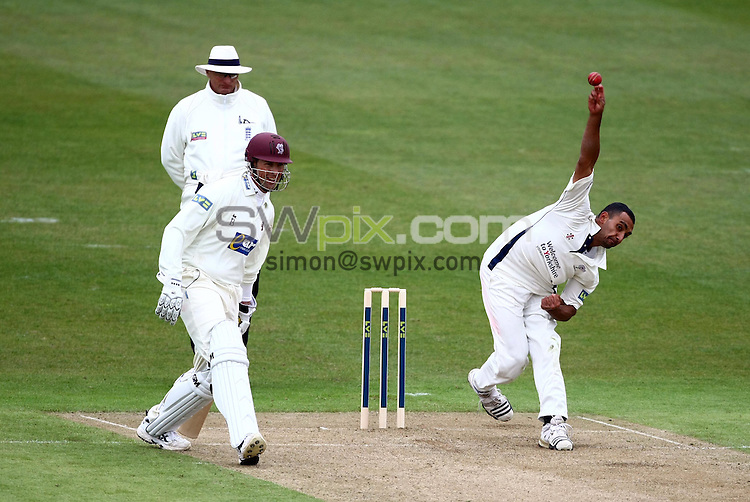PICTURE BY VAUGHN RIDLEY/SWPIX.COM - Cricket - County Championship - Yorkshire v Somerset, Day 1 - Headingley, Leeds, England - 15/04/10...Copyright - Simon Wilkinson - 07811267706...Yorkshire's Ajmal Shahzad bowls as Somerset's Marcus Trescothick looks on.