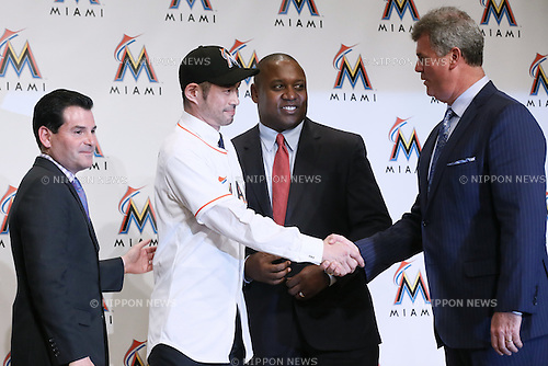 (L-R) David Samson, Ichiro Suzuki, Michael Hil, Dan Jennings (Marlins), JANUARY 29, 2015 - MLB : Miami Marlins newly signed outfielder Ichiro Suzuki attends an introductory news conference in Tokyo, Japan. (Photo by Sho Tamura/AFLO SPORT)