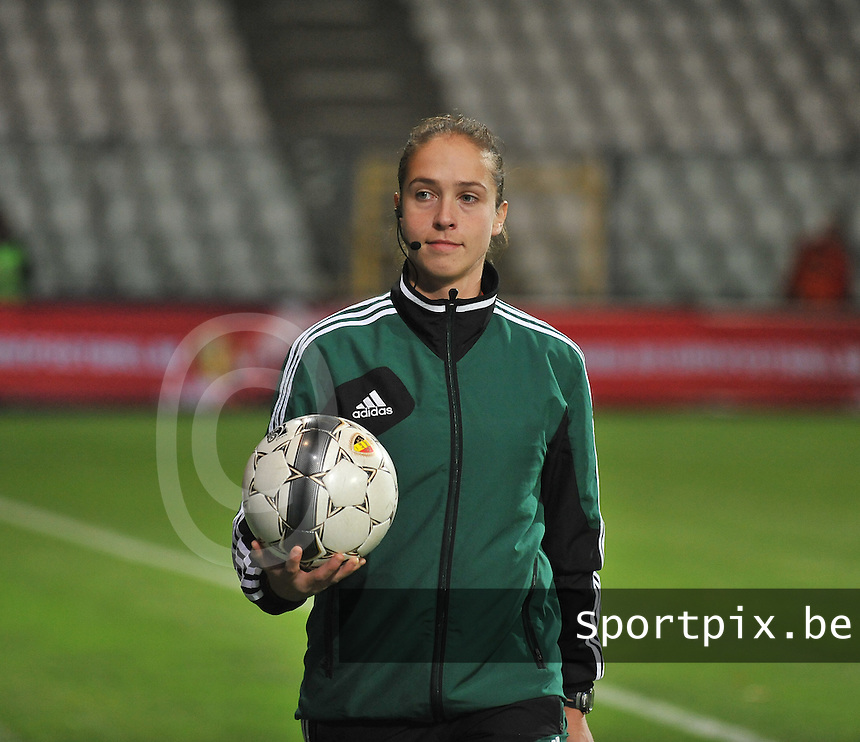 20131031 - ANTWERPEN , BELGIUM : Belgian referee Sharon Sluyts pictured during the female soccer match between Belgium and Portugal , on the fourth matchday in group 5 of the UEFA qualifying round to the FIFA Women World Cup in Canada 2015 at Het Kiel stadium , Antwerp . Thursday 31st October 2013. PHOTO DAVID CATRY