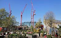 Nederland -  Amsterdam -  april 2019.    Dijksgracht. Bouwwerkzaamheden op het Oosterdok. Bouw van het hoofdkantoor van Booking.com.    Foto Berlinda van Dam / Hollandse Hoogte