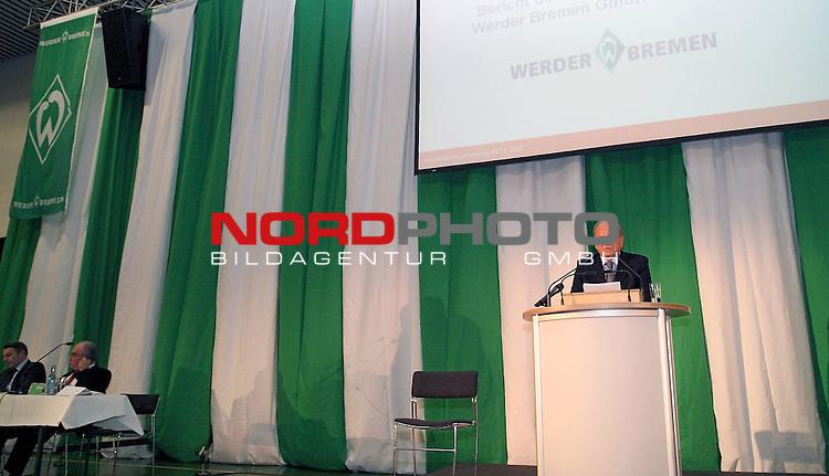 FBL 07/08 Werder Bremen Mitgliederversammlung des Sport-Vereins &quot;Werder&quot; v. 1899 e.V.<br /> <br /> 19.11.2007 J&uuml;rgen Ludger Born Vorsitzender der Gesch&auml;ftsf&uuml;hrung.<br /> <br /> Foto &copy; nph (  nordphoto  )<br /> <br /> <br /> <br />  *** Local Caption ***