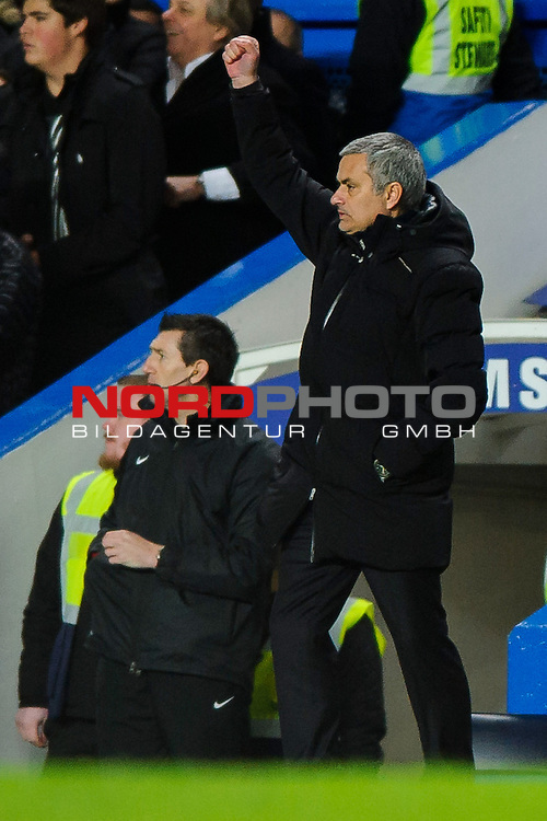 Jose Mourinho (POR), seeking his 100th Barclays Premier League win as Chelsea manager, punches the air after Forward Samuel Eto'o (CMR) scores his 3rd goal during the match -   19/01/2014 - SPORT - FOOTBALL - Stamford Bridge, London - Chelsea v Manchester United - Barclays Premier League.<br /> Foto nph / Meredith<br /> <br /> ***** OUT OF UK *****