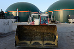 TURKEY Bandirma, Edincik, 2.1 MW biogas plant of company Telko where chicken dung from surrounded chicken farms is fermented to gas which is used for generation of electric power, biogas plant was installed by german company Bioconstruct / TUERKEI Bandirma, Edincik, 2.1 MW Biogasanlage der Firma Telko, hier wird Huehnermist von umliegenden Huehnereier Legebatterien zu Biogas und Strom, die Anlage wurde von der deutschen Firma BioConstruct errichtet, Befuellung mit Huehnermist