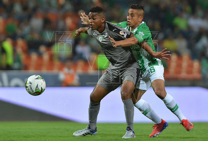 MEDELLIN - COLOMBIA, 17-02-2019: Vladimir Hernandez de Nacional disputa el balón con Neider Barona de Equidad durante partido por la fecha 5 de la Liga Águila I 2019 entre Atlético Nacional y La Equidad jugado en el estadio Atanasio Girardot de la ciudad de Medellín. / Vladimir Hernandez of Nacional fights for the ball with Neider Barona of Equidad during match for the date 5 of the Liga Aguila I 2019 between Atletico Nacional and La Equidad played at the Atanasio Girardot Stadium in Medellin city. Photo: VizzorImage / Leon Monsalve / Cont