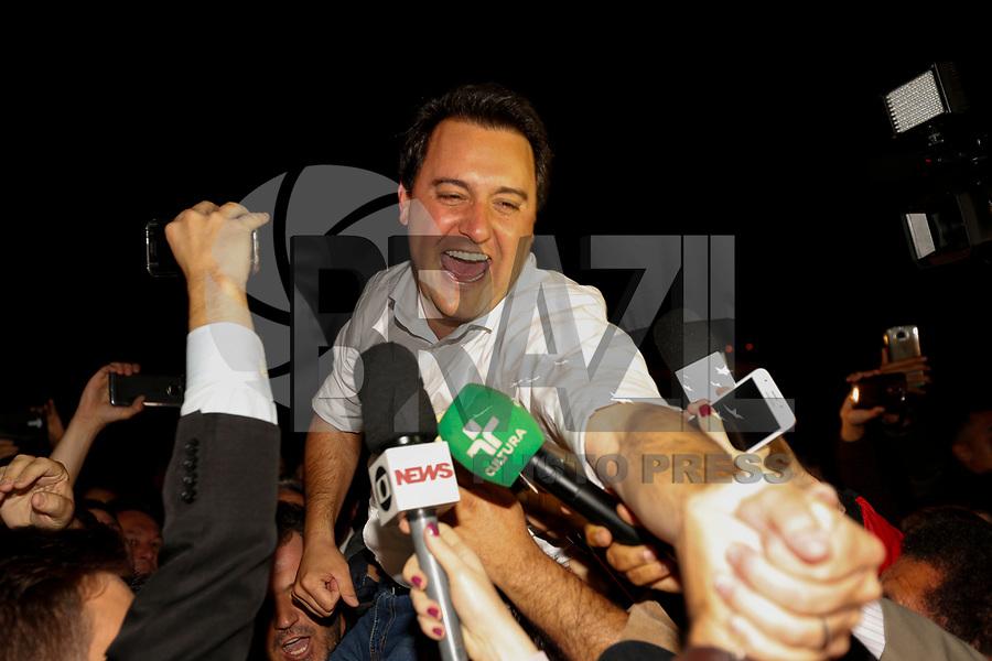CURITIBA, PR, 07.10.2018 – ELEIÇÕES-PR – O candidato eleito ao governo do Paraná, Ratinho Junior (PSD),durante comemoração na sede do TRE em Curitiba (PR) na noite deste domingo (07). (Foto: Paulo Lisboa/Brazil Photo Press)