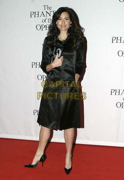 "MINNIE DRIVER.""The Phantom of the Opera"" World Premiere Party,.Grand Hall Olympia, London, December 6th 2004..full length black coat D&G clutch bag.Ref: AH.www.capitalpictures.com.sales@capitalpictures.com.©Capital Pictures."