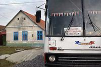 RUMAENIEN, 10.2009.Nitchidorf  (deutsch: Nitzkydorf).Dieses Dorf der Banater Schwaben nahe Timisoara (Temeschwar) ist der Geburtsort der 56-jaehrigen Literaturnobelpreistraegerin 2009, Herta Mueller. -Hier wohnt der Fahrer des Busses nach Temeschwar, weshalb auch sein Fahrzeug hier parkt..This Banat Swabian village close to Timisoara is the birth place of the 56-year old Nobel Prize winner in literature, German Herta Muller. -This is where the driver of the bus to Timisoara lives. His vehicle is parked outside. .© Martin Fejer/EST&OST