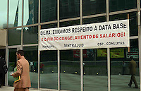 SAO PAULO, SP, 15 DE MARCO DE 2012 - PROTESTO SERVIDORES JUDICIARIO SP - Servidores públicos federais de São Paulo, protestam em campanha salarial na frente do Tribunal Regional Federal, na avenida Paulista, na tarde desta quinta-feira. FOTO: ALEXANDRE MOREIRA - BRAZIL PHOTO PRESS