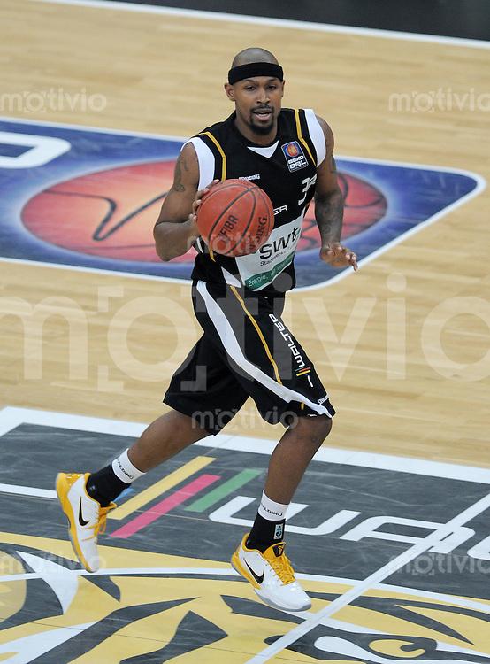 Basketball   1. Bundesliga 2010/2011  19.02.2011 Walter Tigers Tuebingen - EWE Baskets Oldenburg Clifford Earl Crawford   (Tuebingen)