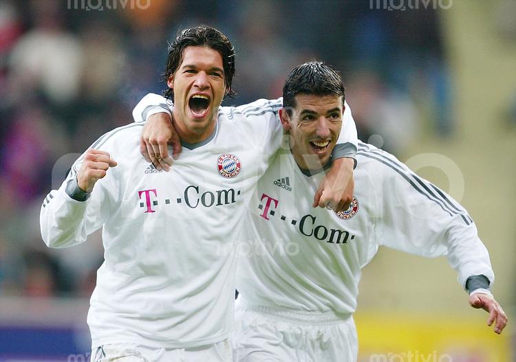 Fussball  1. Bundesliga Saison 2003/2004     23. Spieltag Bayer 04 Leverkusen - FC Bayern Muenchen 1:3 Jubel nach dem 0:2: Die Bayern Torschuetzen Michael BALLACK (li) und Roy MAKAAY (re).