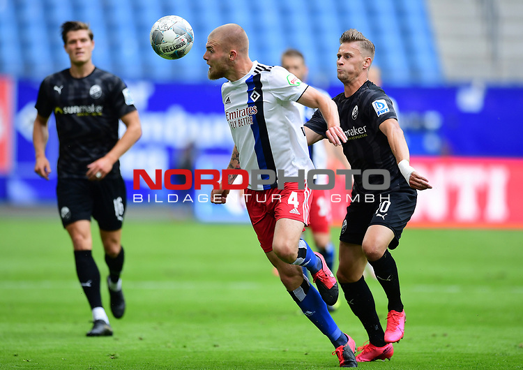 v.l. Rick van Drongelen (HSV), Julius Biada<br />Hamburg, 28.06.2020, Fussball 2. Bundesliga, Hamburger SV - SV Sandhausen<br />Foto: Tim Groothuis/Witters/Pool//via nordphoto<br /> DFL REGULATIONS PROHIBIT ANY USE OF PHOTOGRAPHS AS IMAGE SEQUENCES AND OR QUASI VIDEO<br />EDITORIAL USE ONLY<br />NATIONAL AND INTERNATIONAL NEWS AGENCIES OUT