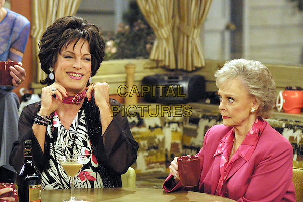 """RICHARD CHAMBERLAIN & JUNE LOCKHART.in The Drew Carey Show.""""Look Mom, One Hand!"""".Ref: FB.*Editorial Use Only*.www.capitalpictures.com.sales@capitalpictures.com.Supplied by Capital Pictures."""