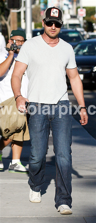 **ALL ROUND PICTURES FROM SOLARPIX.COM**.**WORLDWIDE SYNDICATION RIGHTS EXCEPT FOR USA, AUSTRALIA & GERMANY**.Scottish Actor Gerald Butler was spotted shopping on Rodeo Drive in Beverly Hills, CA. USA..JOB REF:  7861        LAS       DATE:12.11.08.**MUST CREDIT SOLARPIX.COM OR DOUBLE FEE WILL BE CHARGED* *UNDER NO CIRCUMSTANCES IS THIS IMAGE TO BE REPRODUCED FOR ANY ONLINE EDITION WITHOUT PRIOR PERMISSION*