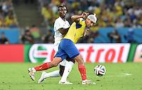 FUSSBALL WM 2014  VORRUNDE    GRUPPE E     Ecuador - Frankreich                  25.06.2014 Paul Pogba (li, Frankreich) gegen Christian Noboa (re, Ecuador)