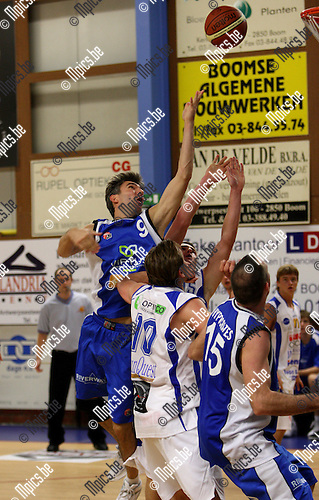 2007-10-20 / Basketbal / Boom-Kangoeroes / Paul Bayer (Boom) probeert te scoren.
