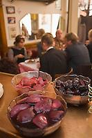 Europe/France/Rhône-Alpes/69/Rhône/Lyon:  Au Petit Bouchon :Chez Georges, 8  rue du Garet, les saladiers de fruits au vin pour le dessert