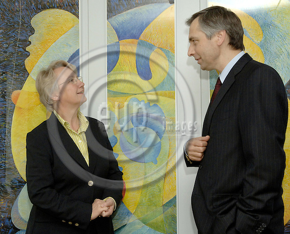 Brussels-Belgium - 29 May 2006---European Commissioner Ján (Jan) FIGEL (ri), in charge of Education, Training, Culture and Multilingualism, receives Dr. Annette SCHAVAN (le), German Federal Minister for Education and Research---Photo: Horst Wagner/eup-images