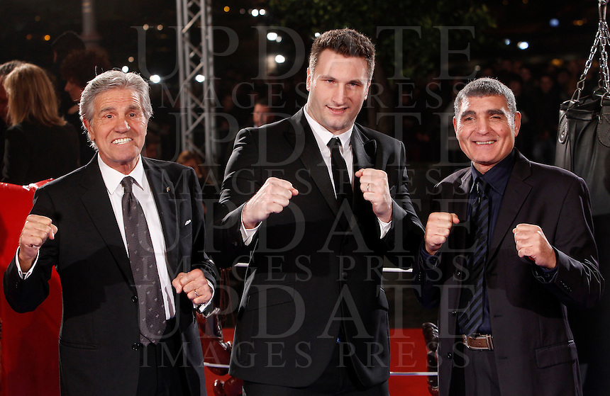 "Il pugile Roberto Cammarelle, al centro, e gli ex pugili Nino Benvenuti, sinistra, e Patrizio Oliva posano sul red carpet in occasione dell'anteprima del film ""Il grande match"" a Roma, 7 gennaio 2014.<br /> Italian boxer Roberto Cammarelle, center, and former boxers Nino Benvenuti, left, and Patrizio Oliva pose on the red carpet on the occasion of the premiere of the movie ""Grudge Match"" in Rome, 7 January 2014.<br /> UPDATE IMAGES PRESS/Isabella Bonotto"
