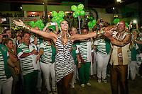 RIO DE JANEIRO, RJ, 19.10.2014 –IMPERATRIZ LEOPOLDINENSE FAZ A ESCOLHA DO SAMBA ENREDO PARA O CARNAVAL 2015 – IMPERATRIZ LEOPOLDINENSE, Cris Viana na Imperatriz Leopoldinense fez a escolha de seu samba enredo para o carnaval 2015 na quadra da agremiação em Bonsucesso,  na zona norte do  Rio de Janeiro, neste domingo,  19 (foto: Márcio Cassol/Brazil Photo Press)