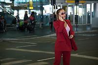 GUARULHOS, SP, 31.07.2017- SABRINA-SATO A apresentadora Sabrina Sato acompanhada do namorado, o ator Duda Nagle desembarcam após uma viagem à Paris no aeroporto Internacional de Guarulhos, em São Paulo, na manhã desta segunda-feira, 31 (Foto: Patrícia Devoraes/ Brazil Photo Press)