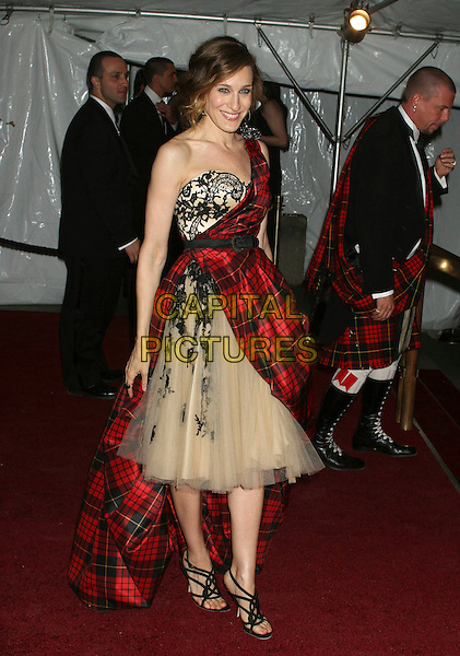 """SARAH JESSICA PARKER.Arrivals at the Metropolitan Museum of Art Costume Institute Benefit Gala """"AngloMania: Tradition and Transgression in British Fashion"""" at the Metropolitan Museum of Art, New York - NY, USA, .May 1st, 2006.Ref: IW.full length plaid dress tartan beige chiffon strapless one shoulder wrap.www.capitalpictures.com.sales@capitalpictures.com.©Capital Pictures"""