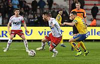 KV KORTRIJK - UNION ST GILLOISE :<br /> Hannes Van Der Bruggen (L) kijkt toe hoe Teddy Chevalier (M) zich probeert te ontdoen van Kevin Kis (R)<br /> <br /> Foto VDB / Bart Vandenbroucke