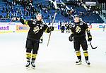 Stockholm 2015-09-30 Ishockey Hockeyallsvenskan AIK - Leksands IF :  <br /> AIK:s Marcus Jonsson och Jonathan Leman firar segern &ouml;ver Leksands efter matchen mellan AIK och Leksands IF <br /> (Foto: Kenta J&ouml;nsson) Nyckelord:  AIK Gnaget Hockeyallsvenskan Allsvenskan Hovet Johanneshov Isstadion Leksand LIF jubel gl&auml;dje lycka glad happy