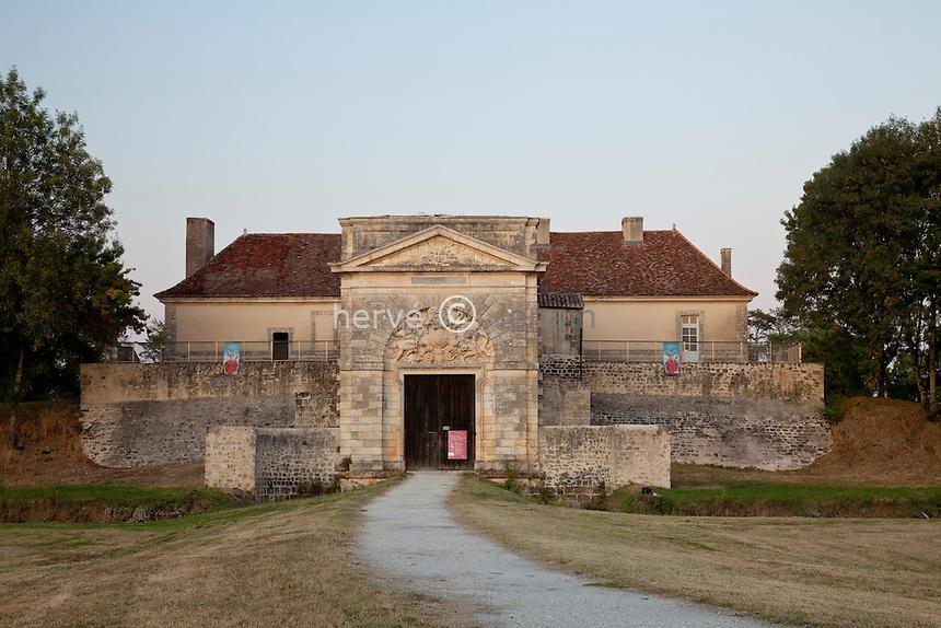 France, Gironde (33), estuaire de la Gironde, Cussac, le Fort-Médoc, intégré au réseau des sites majeurs de Vauban, inscrit au Patrimoine mondial de l'UNESCO // France, Gironde, estuary of the Gironde, Cussac, Fort Medoc, integrated into the network of the major sites of Vauban, listed as World Heritage by UNESCO