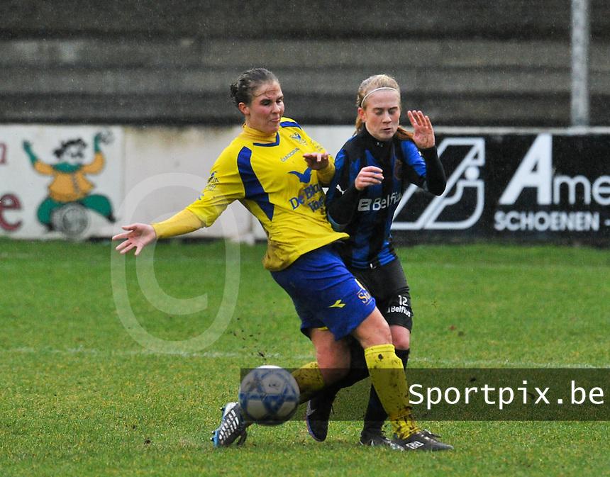 Club Brugge - STVV : Marlies Verbruggen (links) in duel met Silke Demeyere.foto Joke Vuylsteke / Vrouwenteam.be