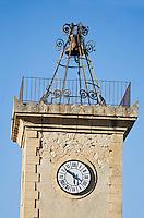 Europe/France/Languedoc-Roussillon/30/Gard/ Saint-Siffret: le clocher de l'église  et son campanile en fer forgé