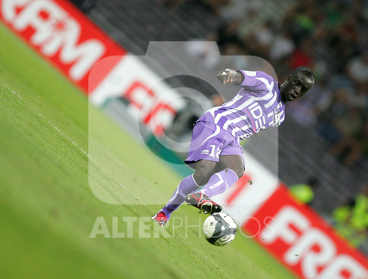 Cheik Mbengue of Toulouse passes the ball in the second half. Toulouse v Saint Etienne (3-1), 2eme Journee, Ligue 1 2009/2010, Stade Municipal, Toulouse, France, 15th August 2009.