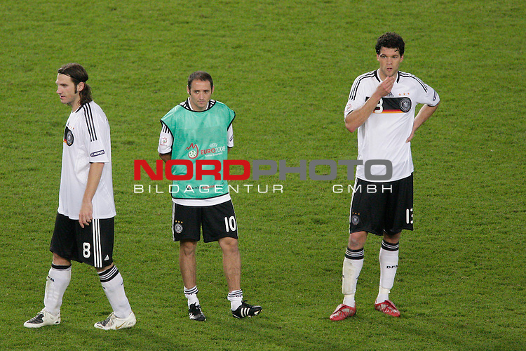 UEFA Euro 2008  Finale<br /> <br /> Vienna - Ernst Happel Match 32<br /> Deutschland ( GER ) - Spanien ( ESP ) 0:1<br /> <br /> Enttaeuschung nach der Niederlage im Finale <br /> <br /> Torsten Frings ( Germany / Mittelfeldspieler / Midfielder /  Werder Bremen #08) Oliver Neuville (  Germany / Angreifer / Forward / Gladbach #10 ) Michael Ballack (Germany / Mittelfeldspieler / Midfielder /  Chelsea London #13)<br /> <br /> Foto &copy; nph (  nordphoto  )<br /> <br /> <br /> <br />  *** Local Caption ***