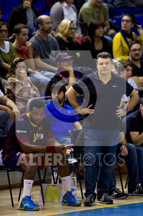 FC Barcelona's Cedric Sorhaindo (left) and coach Xavier Pascual (right) during the Liga Asobal 2013-2014 match FC Barcelona vs Frigorificos del Morrazo at the Palau Blaugrana on November 9, 2013 in Barcelona, Spain. (ALTERPHOTOS/Alex Caparros)