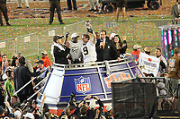 Drew Brees (Saints) mit der Vince-Lombardi-Troph&auml;e<br /> Super Bowl XLIV: Indianapolis Colts vs. New Orleans Saints *** Local Caption *** Foto ist honorarpflichtig! zzgl. gesetzl. MwSt. Auf Anfrage in hoeherer Qualitaet/Aufloesung. Belegexemplar an: Marc Schueler, Alte Weinstrasse 1, 61352 Bad Homburg, Tel. +49 (0) 151 11 65 49 88, www.gameday-mediaservices.de. Email: marc.schueler@gameday-mediaservices.de, Bankverbindung: Volksbank Bergstrasse, Kto.: 52137306, BLZ: 50890000