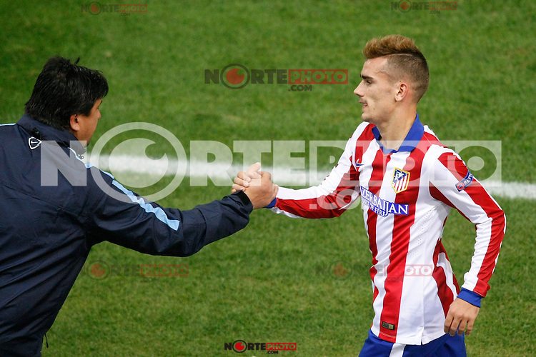Atletico de Madrid´s Griezmann cheers Mono Burgos during Champions League soccer match between Atletico de Madrid and Malmo at Vicente Calderon stadium in Madrid, Spain. October 22, 2014. (ALTERPHOTOS/Victor Blanco)
