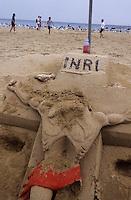 Europe/Espagne/Catalogne/Barcelone : Le port Olympique - Christ des sables sur la plage de Bogattel