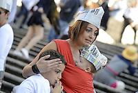 Roma, 3 Ottobre 2015<br /> Mamma con due figli<br /> Mamme allattano al seno in un flash mob a Piazza di Spagna durante la settimana mondiale per promuovere e difendere l'allattamento al seno.<br /> Allattamento e lavoro, con cappello da muratore.<br /> L'iniziativa &egrave; promossa da MAMI, Movimento Allattamento Materno Italiano<br /> Flash mob with breastfeeding collective to promote breastfeeding.