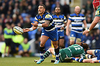 Kahn Fotuali'i of Bath Rugby passes the ball. Aviva Premiership match, between London Irish and Bath Rugby on November 19, 2017 at the Madejski Stadium in Reading, England. Photo by: Patrick Khachfe / Onside Images
