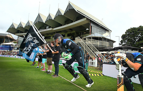 25.01.2016. Basin Reserve, Wellington, New Zealand. New Zealand versus Pakistan One Day International Cricket. Blackcaps Martin Guptill heads out to open the batting during the 1st ODI cricket match between the New Zealand Black Caps and Pakistan
