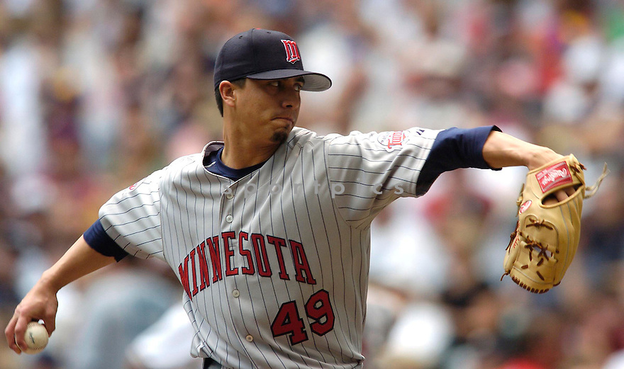 Kyle Lohse of the Minnesota Twins in action against the Milwaukee Brewers. ....Twins won 5-2.....Chris Bernacchi  / SportPics..