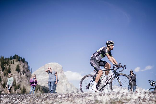 Omar Fraile (ESP/Dimension Data) up the Passo Gardena / Gr&ouml;dnerjoch (2221m)<br /> <br /> Stage 18: Moena &rsaquo; Ortisei/St. Urlich (137km)<br /> 100th Giro d'Italia 2017