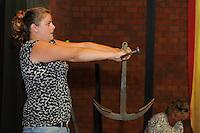 ALGEMEEN: STAVOREN: SKS bemanningen Ankertillen, Enige vrouwelijke deelnemer Wiepkje Venema, vrouw van Jappie Visser bemanningslid van het Sneker Skûtsje, ©foto Martin de Jong