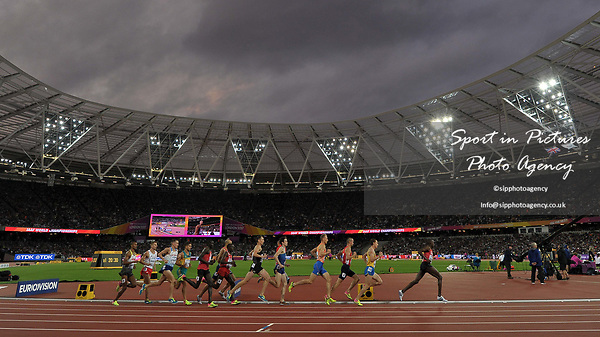 The mens 1500m heats. IAAF world athletics championships. London Olympic stadium. Queen Elizabeth Olympic park. Stratford. London. UK. 11/08/2017. ~ MANDATORY CREDIT Garry Bowden/SIPPA - NO UNAUTHORISED USE - +44 7837 394578